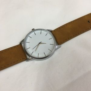 Other - Men's watch in tan and white